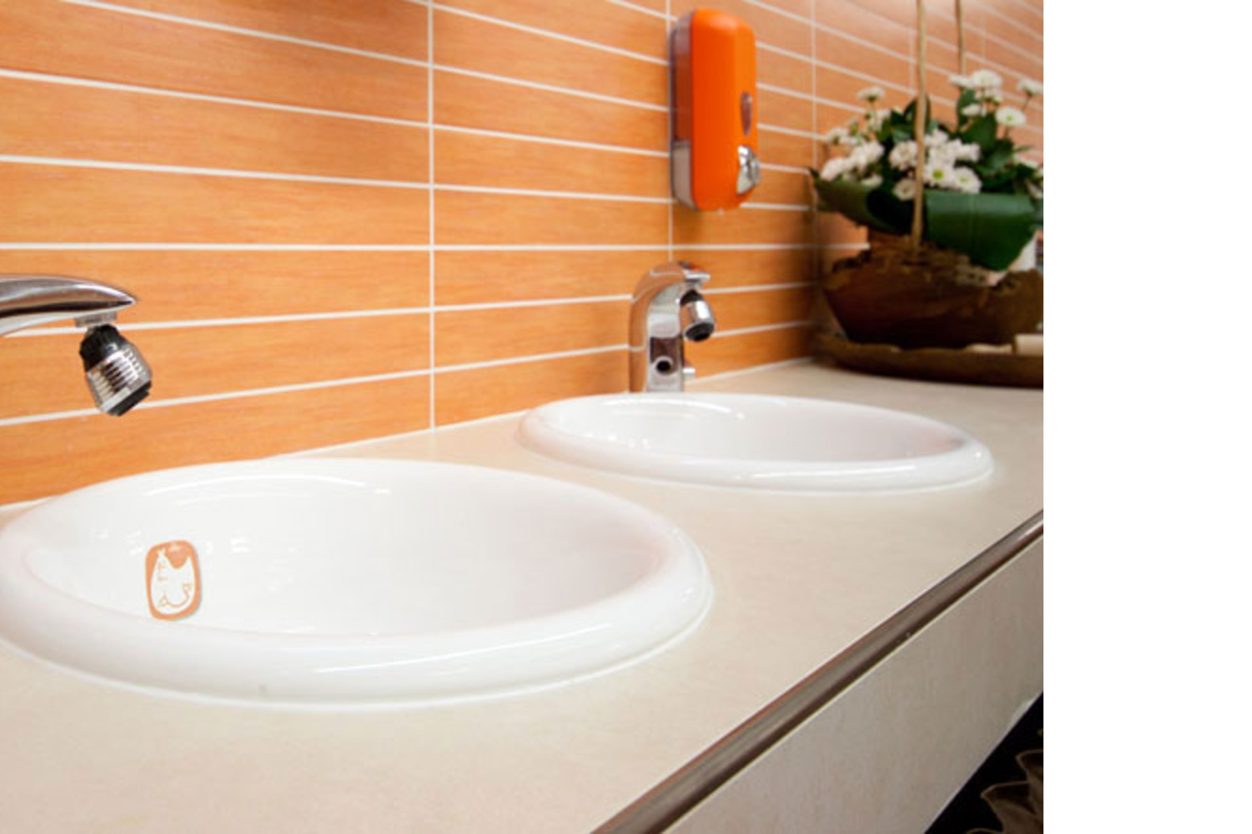 ACTIVE Clean Air & Antibacterial Ceramic™ completes the kitchen of a ...