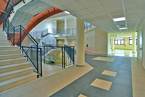 Floor and wall coverings in educational spaces