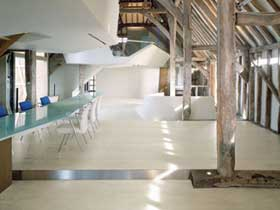 Wood-effect porcelain tiles for floors