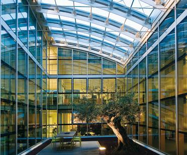 Raised floors: design solutions for wellness