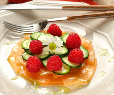 An idea for summer: courgette and cantaloupe melon salad