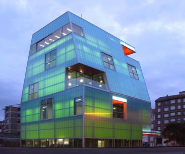 Polycarbonate Casa de la Juventud in Santoña – by MISC arquitectos