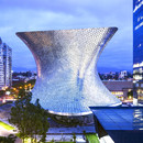 Curved façade with aluminium hexagons – Soumaya Museum in Mexico City