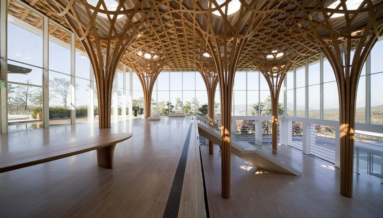 Shigeru Ban S Curved Wooden Structure For The Golf Club In