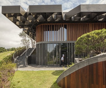 Steel structure for the roof of the Mecanoo's Taekwang Country Club Café