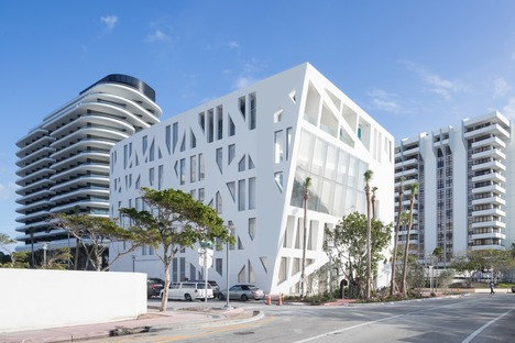 A façade of catenary curves for OMA's Faena Forum