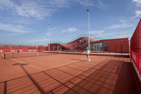 Tennis club house hot-coated with polimero EPDM