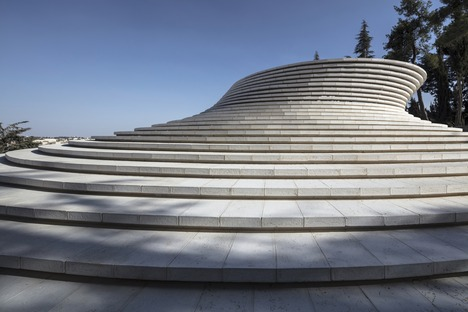 Mount Herzl Memorial Hall, an aluminium brick building by Kimmel Eshkolot Architects