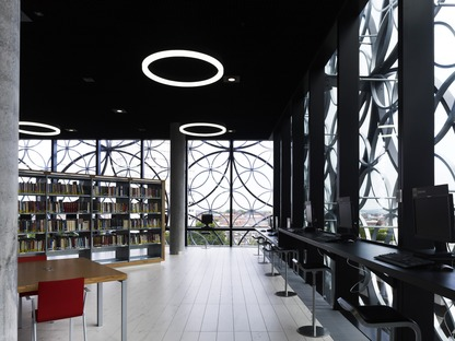 Steel circles on the façade of Mecanoo's Birmingham Library