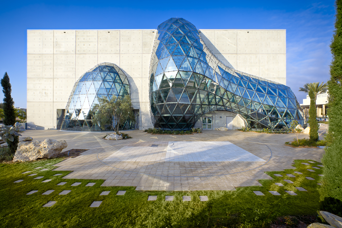 Concrete and a steel and glass bubble for the Dalí Museum of St. Petersburg, Florida, by HOK
