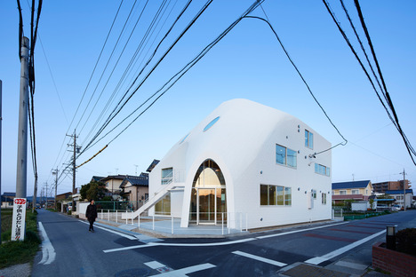 MAD builds a kindergarten in Okazaki out of timber and asphalt shingles