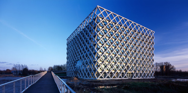 Exoskeleton prefabricated for Wageningen University and Research Centre by Rafael Viñoly