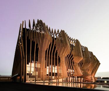 GRAFT Architekten's timber and glass Showpalast