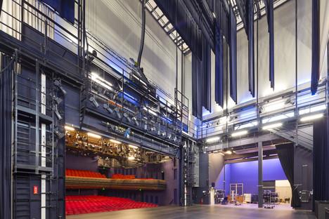 Benthem & Crowel's aluminium-clad theatre tower