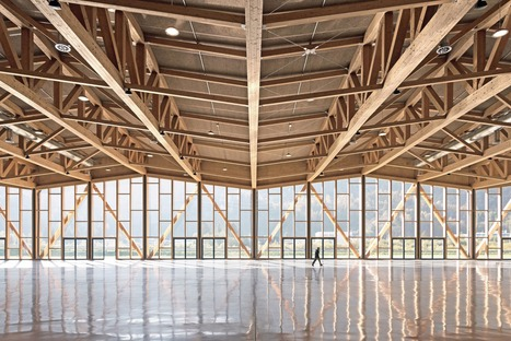 Congress centre in Agordo with a glulam frame and cross-bracing elements