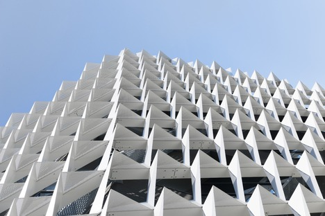 Fixed aluminium sunbreak for Behnisch Architekten's AGORA