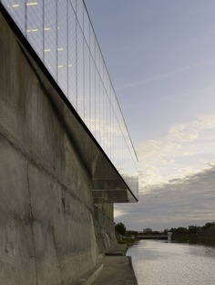 A steel and glass addition to RDHA's bookless library