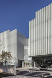 The Nancy and Rich Kinder Museum's façade of glass and multi-layered acrylic