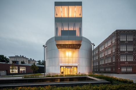 A micro-museum of Russian Impressionists made of concrete and perforated aluminium