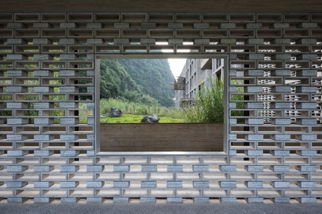 Vector architects' hotel of cast concrete and concrete blocks