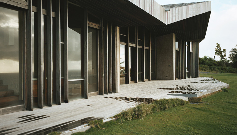 A low-tech house by Dekleva Gregorič arhitekti