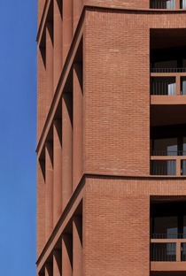 Block of flats with school in brick, concrete and wood