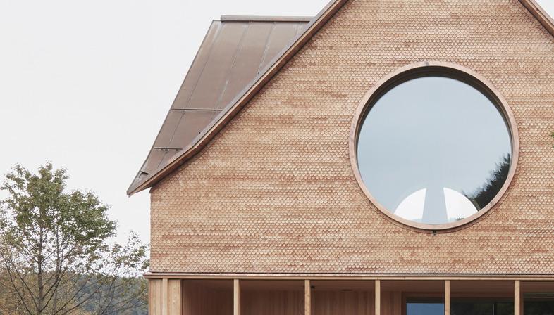 Innauer Matt Architekten's concrete and wood house