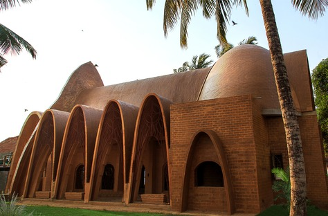 Wallmakers designs a church with catenary arches in clay bricks