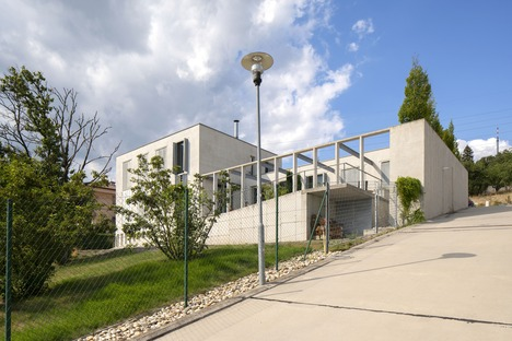 Wagnerian-inspired concrete house designed by B.K.P.Š. Architects