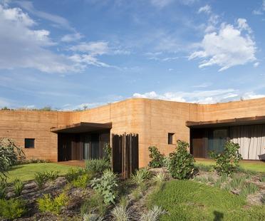 Rammed earth dwellings in Australia by Luigi Rosselli